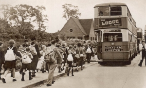 ww2_children_evacuated_bus wartime image web